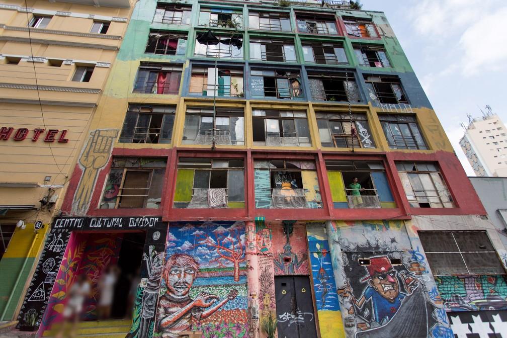 Na Rua do Ouvidor, ocupação diz não cobrar taxas. Local é ocupado por artistas (Foto: Marcelo Brandt/G1)