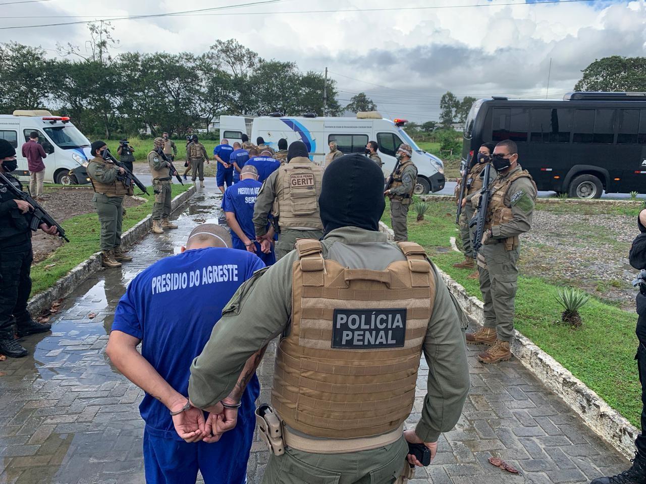 Presos da operação Flashback II são transferidos do sistema prisional da capital para Presídio do Agreste, em AL