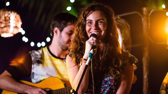 Giovanna Antonelli, Emilio Dantas e André Dias apresentam o Bar do Groa, o point de Boiporã