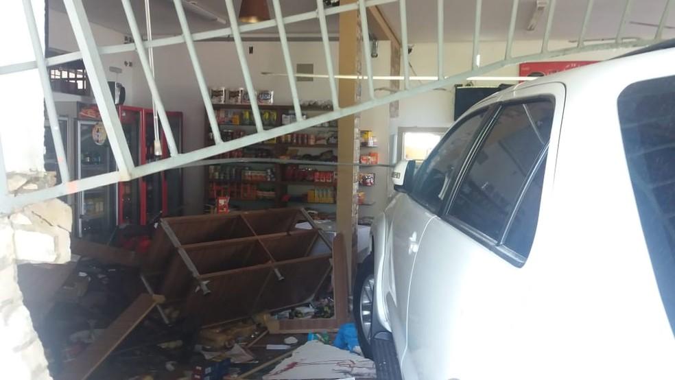 Padaria ficou bastante danificada — Foto: Graziela Rezende/G1 MS