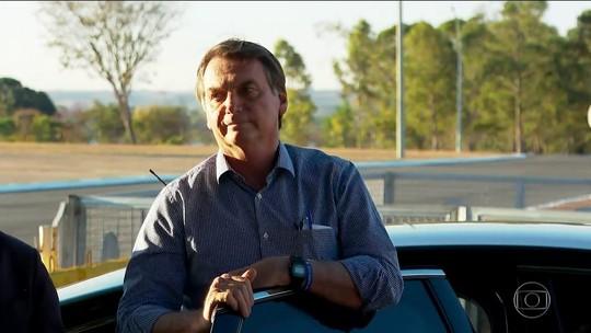 Bolsonaro chega a Brasília e diz que reassume Presidência amanhã