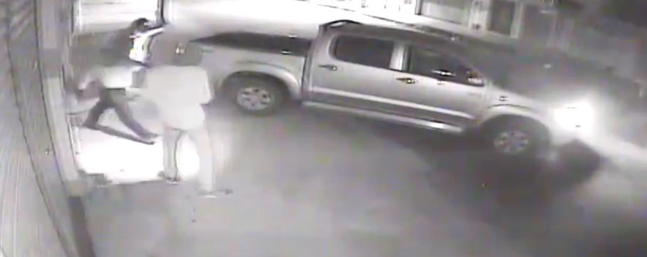 Quadrilha usa cabo de aço amarrado em caminhonete para tentar abrir cofre em farmácia na zona norte de Natal - Notícias - Plantão Diário