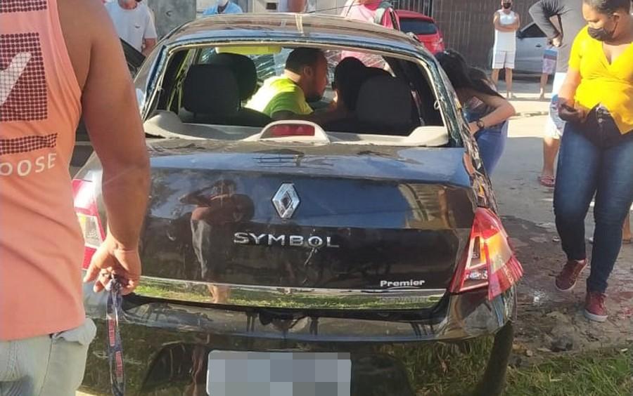 VÍDEO: Motorista fica ferido após perder controle da direção e carro capotar em Itabuna