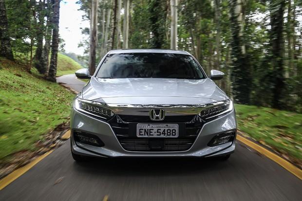 Décima geração do Accord adotou novo estilo frontal da Honda (Foto: Divulgação)