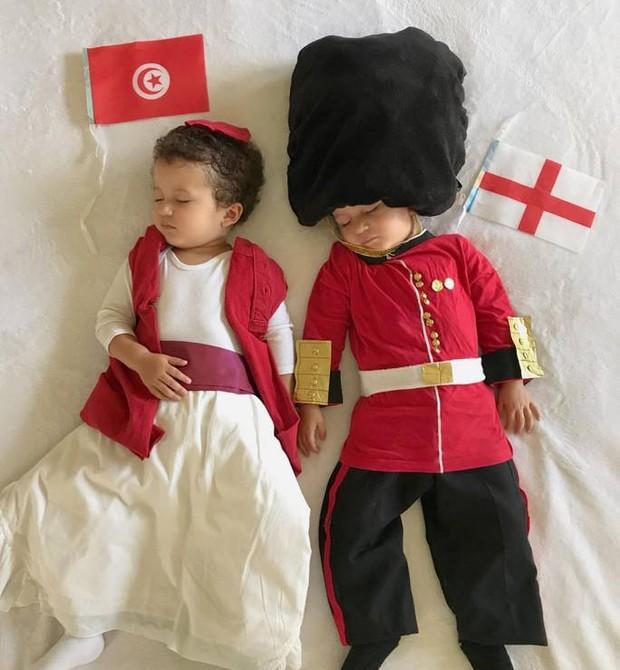 Tunísia vs Inglaterra: o guarda real não poderia faltar (Foto: Reprodução)