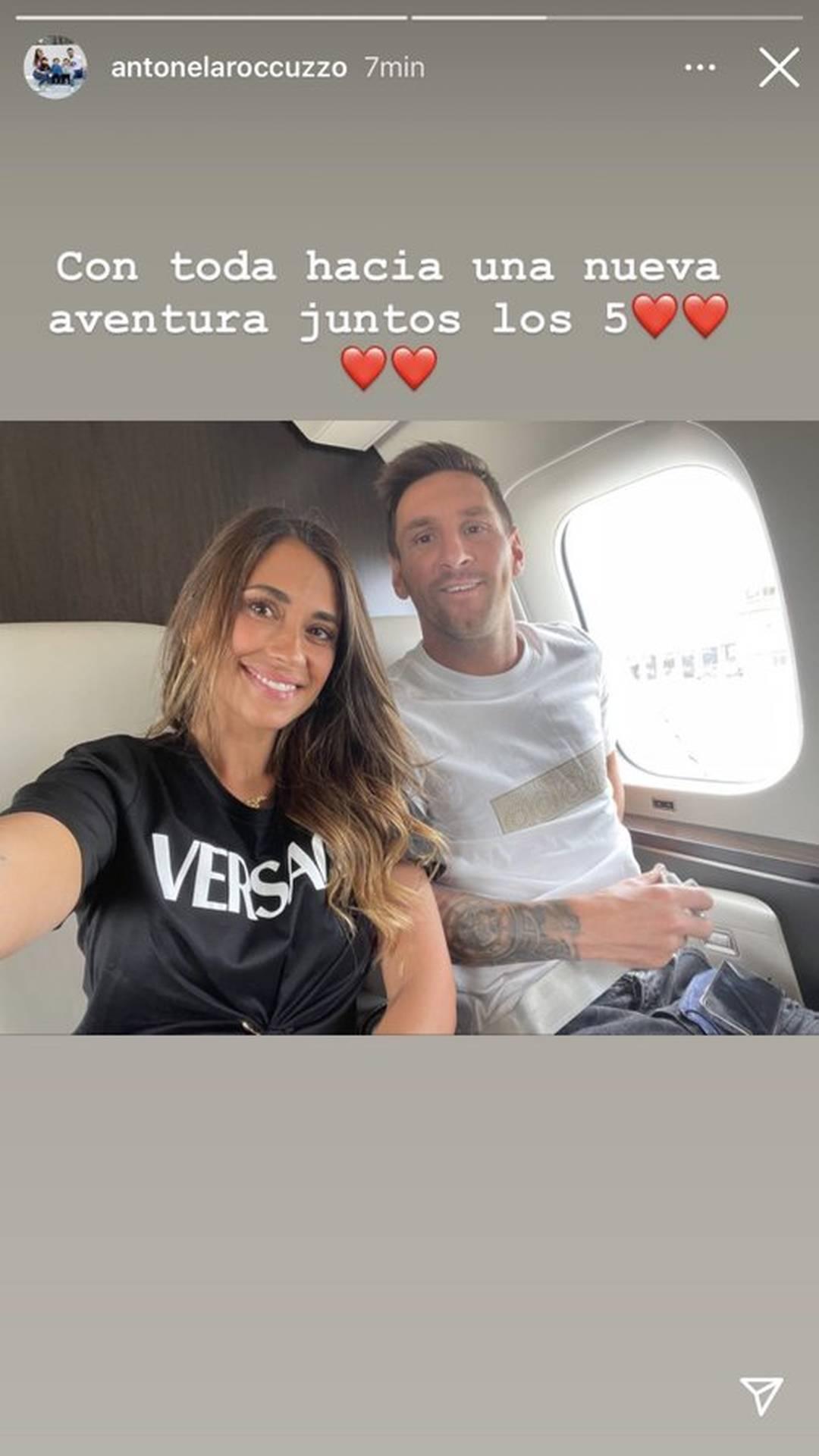 Esposa de Messi posta foto no avião rumo a Paris