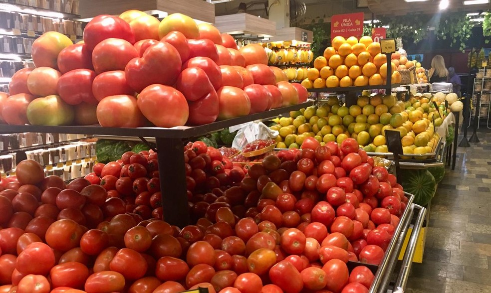 tomate sacolão  — Foto: Rodrigo Scapolatempore/G1