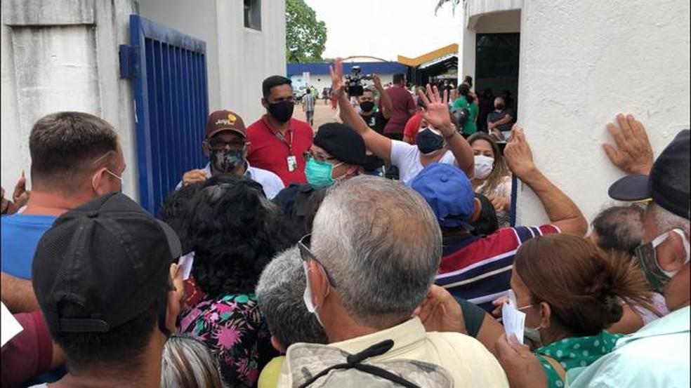Aglomeração na fila de vacinação em Porto Velho  — Foto: Marisson Dourado/CBN
