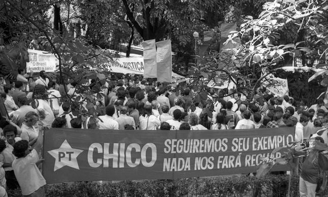 Manifestação em Belo Horizonte um mês após a morte de Chico Mendes