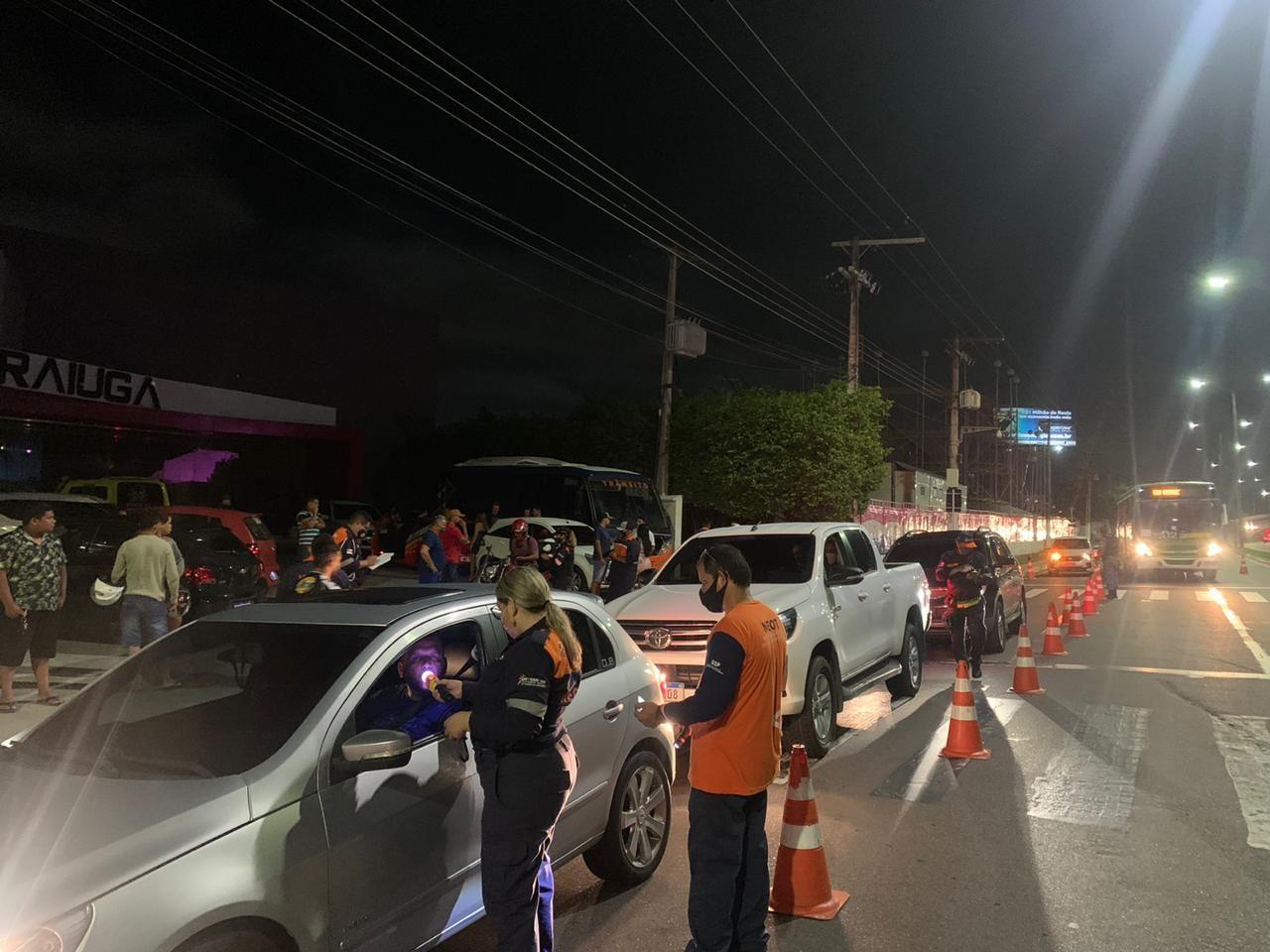 Detran autua 304 condutores por diversas irregularidades no fim de semana em Manaus
