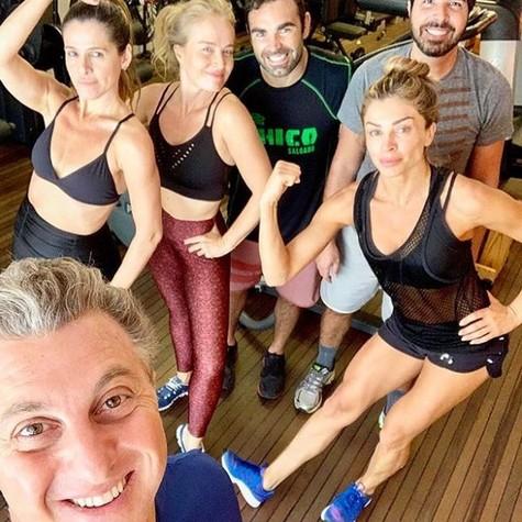 Luciano Huck, Ingrid Guimarães, Angélica, Alex Lerner e Grazi Massafera (Foto: Reprodução/Instagram)