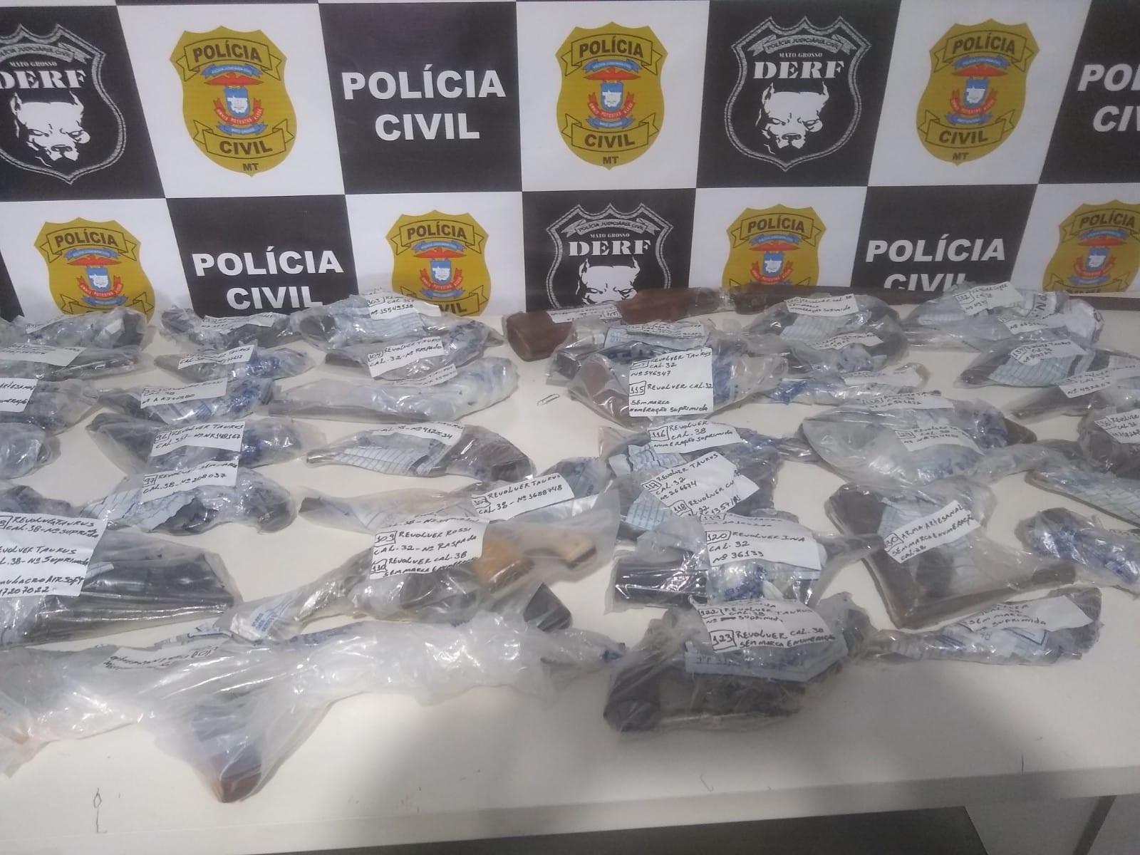 Polícia Civil destrói 142 armas apreendidas e incinera mais de 3 toneladas de drogas em MT