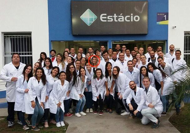 Fani Pacheco posa com os colegas de faculdade (Foto: Reprodução/Instagram)