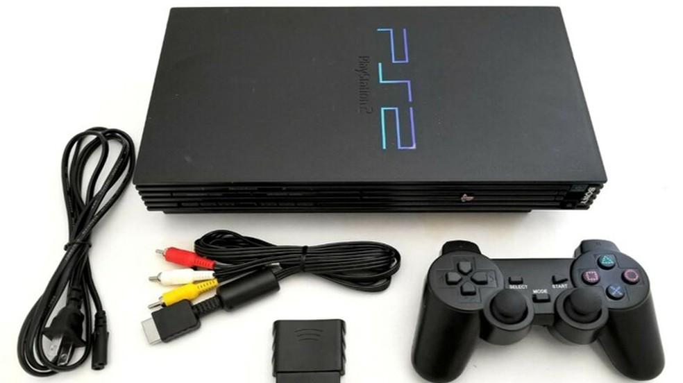 Hoje o PlayStation 2 pode ser encontrado usado por preços entre R$ 150 e R$ 250 em seu modelo padrão e Slim — Foto: Reprodução/eBay