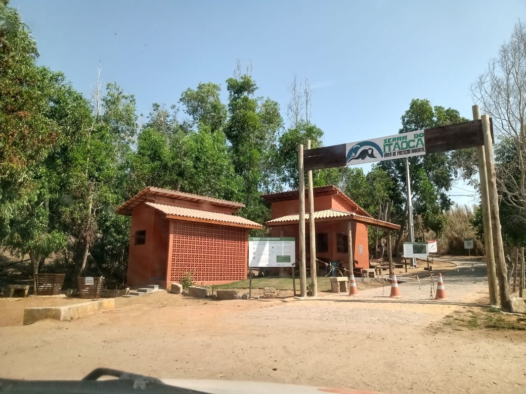 Proibição de acesso ao Morro do Itaoca em Campos, RJ, durante os finais de semana agrada visitantes