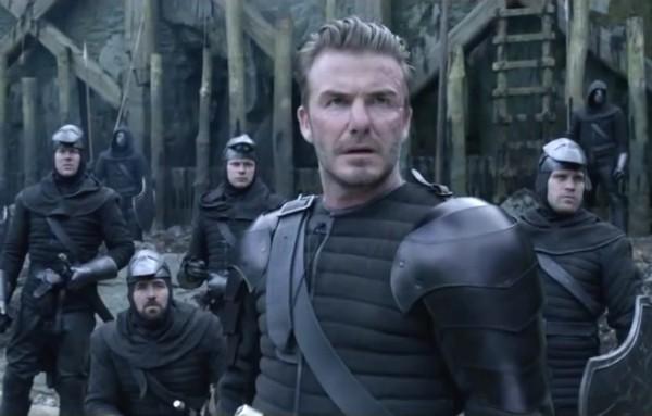O ex-jgador de futebol David Beckham em cena de Rei Arthur (Foto: Reprodução)