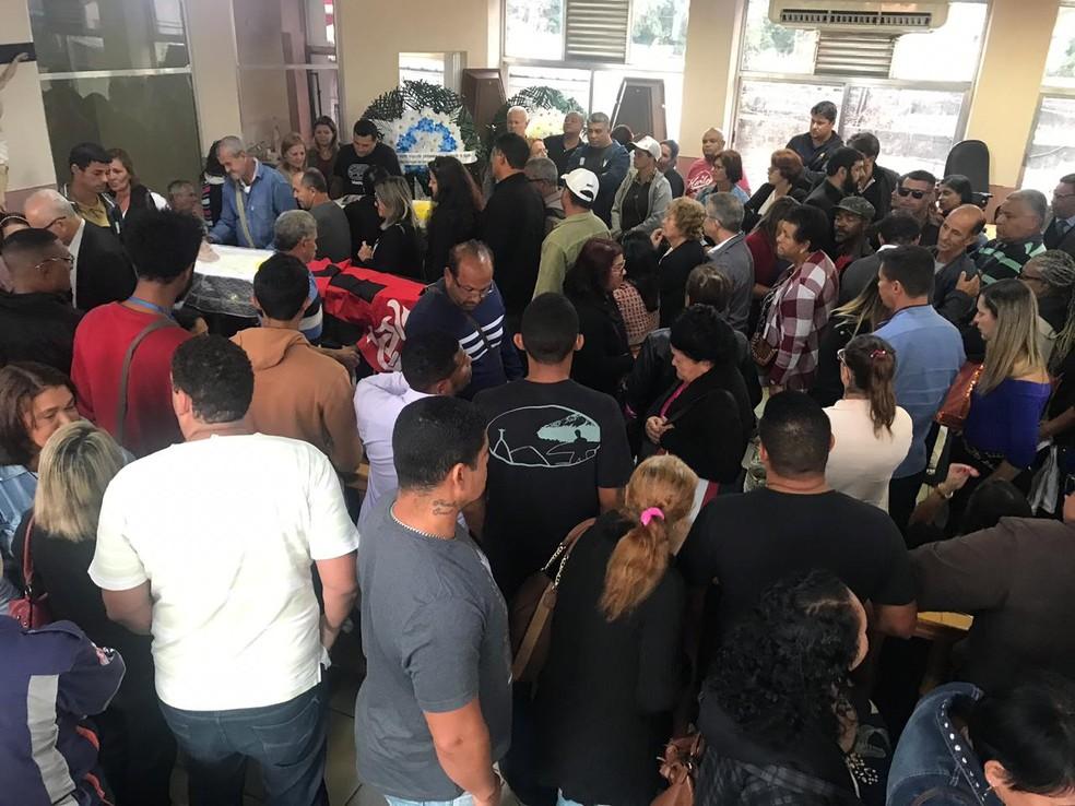 Corpo de vereador e filho mortos a tiros em Maricá, RJ, são velados na Câmara — Foto: ErreJota Notícias/ Divulgação