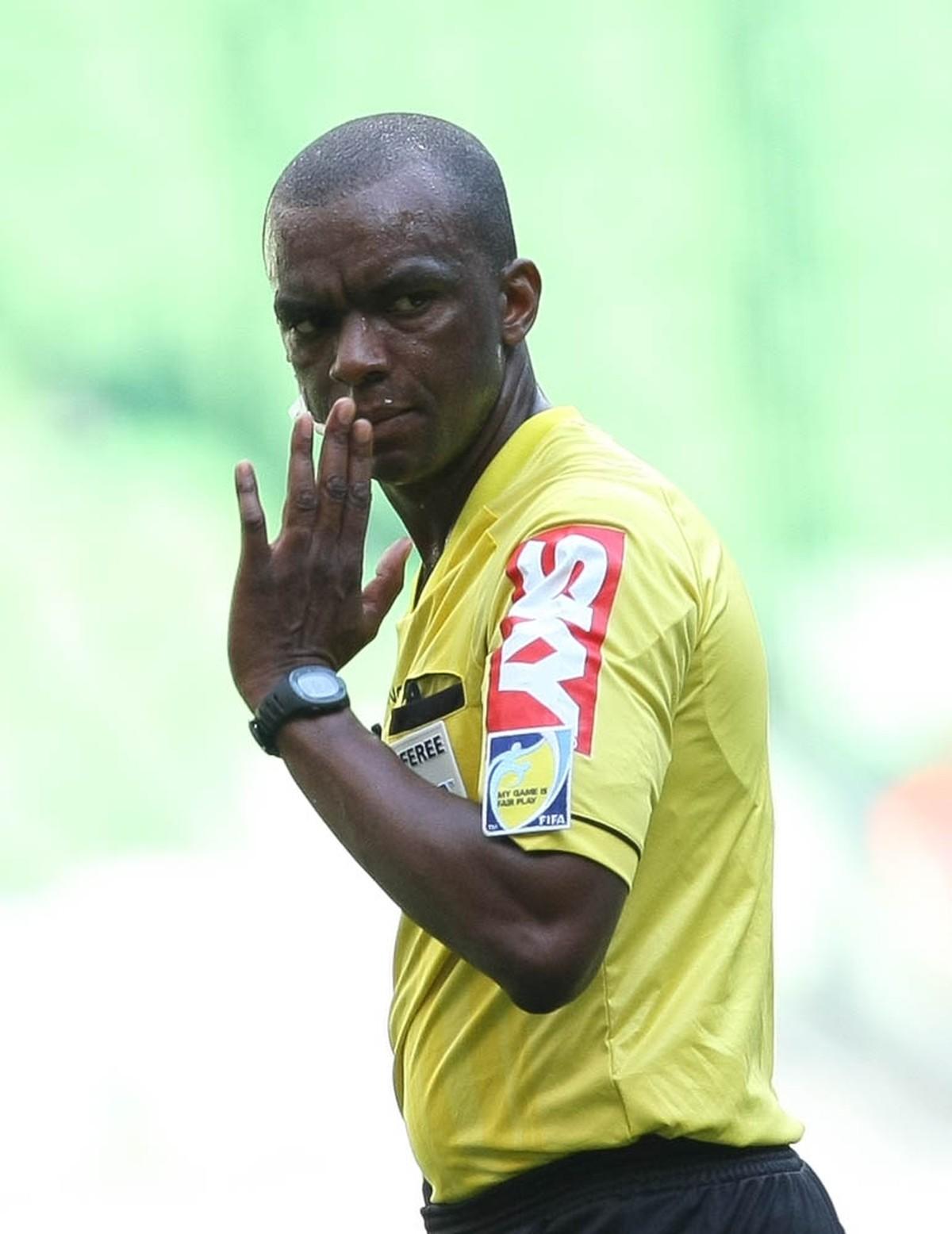 Luiz Flávio de Oliveira vai apitar a decisão do Campeonato Mineiro no  domingo  c99b8aa57731d