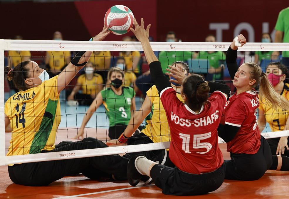 Seleção brasileira na disputa do bronze contra o Canadá no vôlei sentado feminino — Foto: REUTERS/Issei Kato