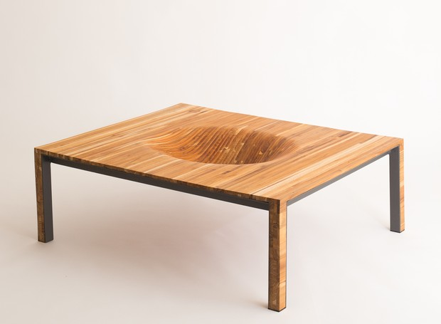 A mesa Bowl é assinada e produzida pelo arquiteto e marceneiro Ricardo Theodoro, do Uso Atelier (Foto: Ricardo Theodoro/ Divulgação )