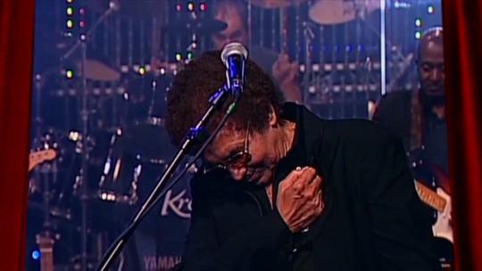 Garçons cantam em homenagem a Reginaldo Rossi