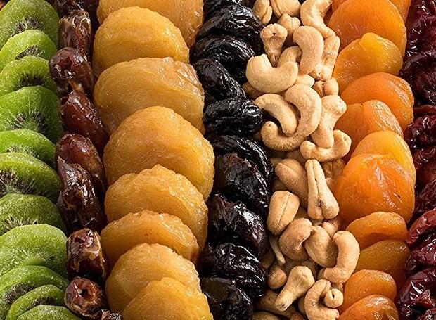 Ricas em fibras e vitaminas, as frutas secas são saudáveis e estão liberadas com algumas ressalvas (Foto: Getty Images)