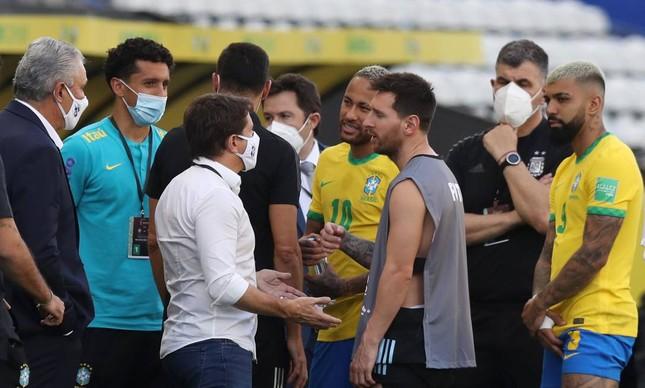 Segundo a Anvisa, quatro jogadores argentinos que passaram pelo Reino Unido deram informações falsas ao entrar no Brasil