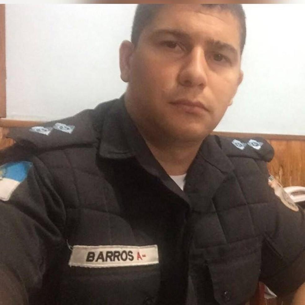 Tenente Eduardo Barros, morto no Parque Royal, na Ilha do Governador, nesta terça-feira (30) (Foto: Arquivo Pessoal)