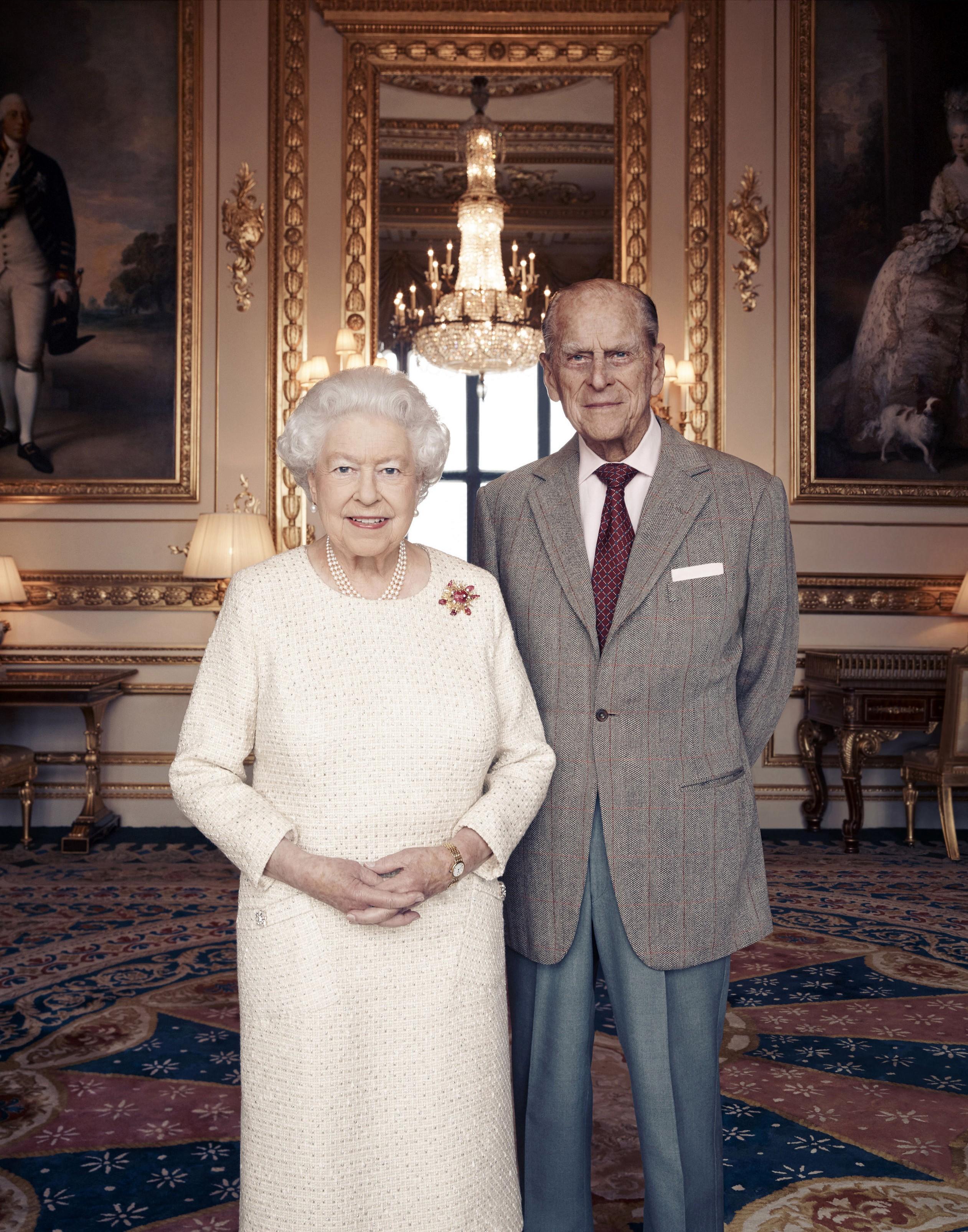 Rainha Elizabeth II e príncipe Philip ganham novo retrato para marcar 70 anos de casamento