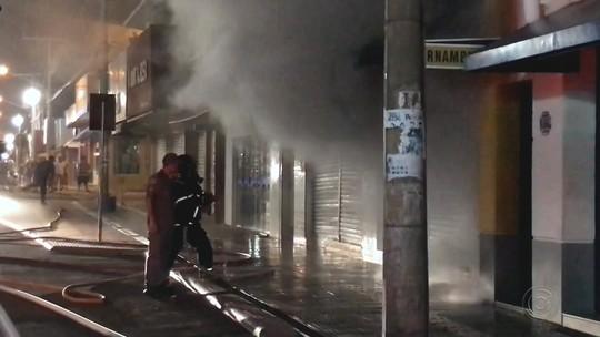 Defesa Civil vai vistoriar prédios vizinhos da loja que pegou fogo em Pereira Barreto