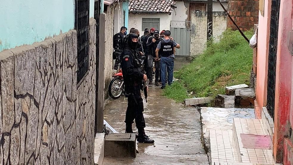 Operação da Polícia Federal no Rio Grande do Norte cumpre mandados em João Pessoa, nesta quinta-feira (14) — Foto: Walter Paparazzo/G1