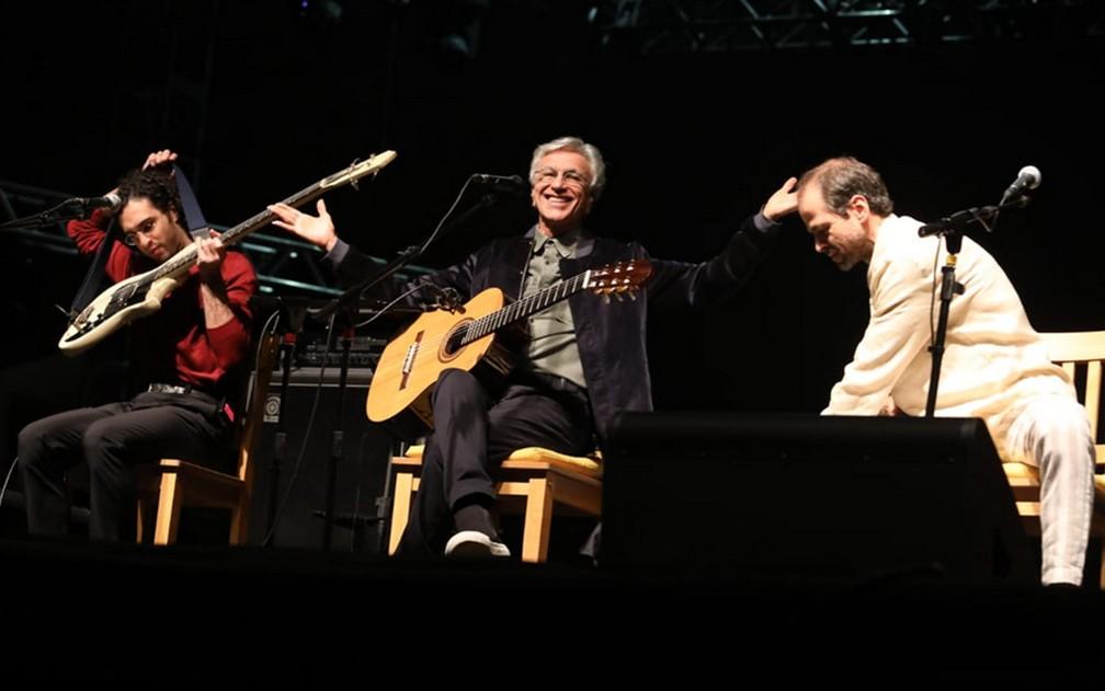 Caetano Veloso canta com os filhos em palco da Virada Cultural — Foto: Fábio Tito/G1