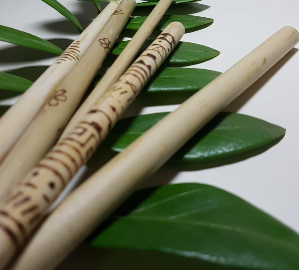 Canudos personalizados também são produzidos artesanalmente — Foto: Divulgação/Empresa Ambiental Amazônia