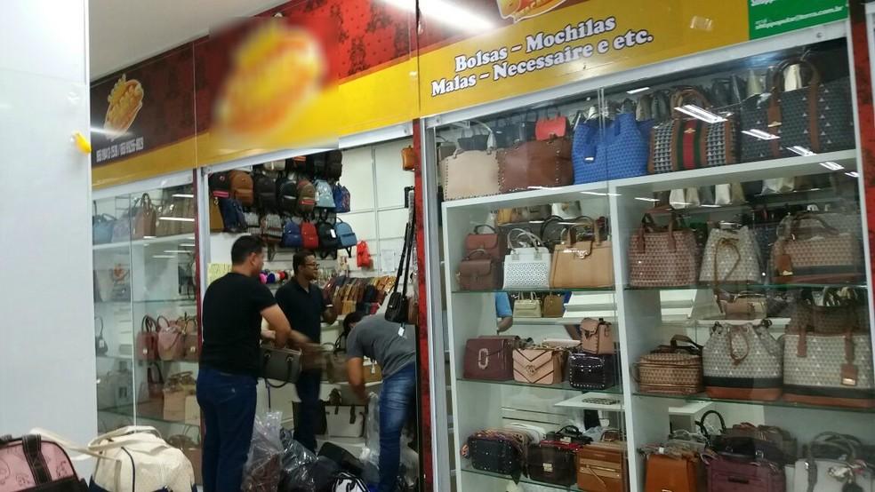 c036bce91 ... Produtos foram apreendidos em loja no Shopping Popular de Cuiabá —  Foto: Polícia Civil de