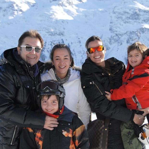 Faustão com a mulher Luciana Cardoso e os três filhos (Foto: Reprodução/Instagram)