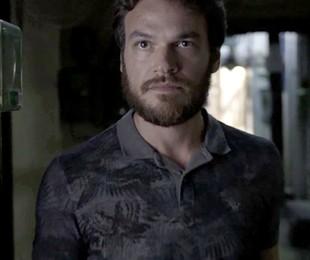 Rubinho (Emilio Dantas) tentará tomar o controle do tráfico de Sabiá (Jonathan Azevedo) e acabará morto pelo ex-comparsa | Reprodução