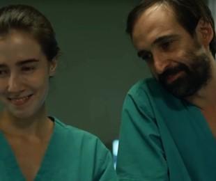 Marjorie Estiano e Julio Andrade em 'Sob pressão'   Reprodução