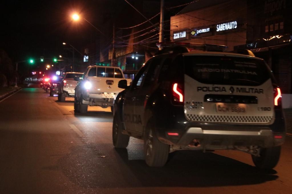 Menina de 2 anos é encontrada sozinha na rua durante a madrugada em MT