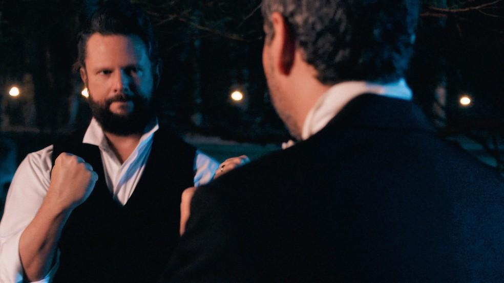 Pedro II (Selton Mello) chama Tonico (Alexandre Nero) para briga em 'Nos Tempos do Imperador' — Foto: Globo
