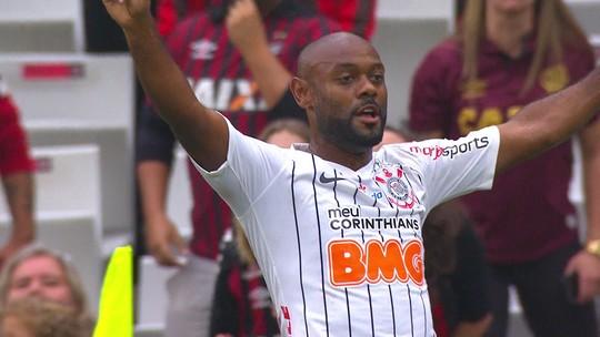 Gol do Corinthians: Jadson cruza, e Vagner love de cabeça abre o placar