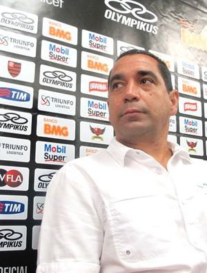 Pelo trabalho de 2012, Zinho não quer reduzir salário e deve deixar o Fla