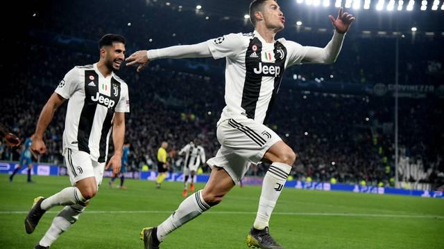 Cristiano Ronaldo celebra um de seus três gols