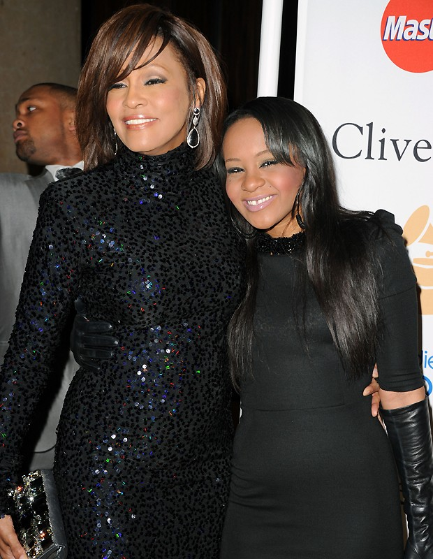 Whitney Houston e a filha, Bobbi Kristina, em foto de 2011 (Foto: Getty Images)