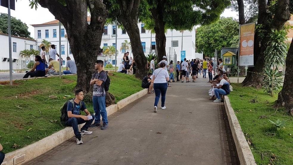 Movimentação na PUC Minas momentos antes do fechamento dos portões para as provas do Enem 2018 — Foto: Pedro Ângelo/G1