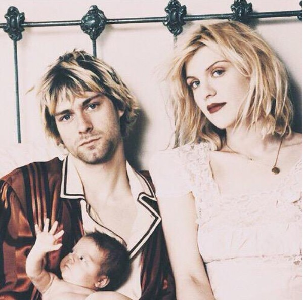 Kurt Cobain e Courtney Love com a bebê Frances Bean (Foto: Instagram)