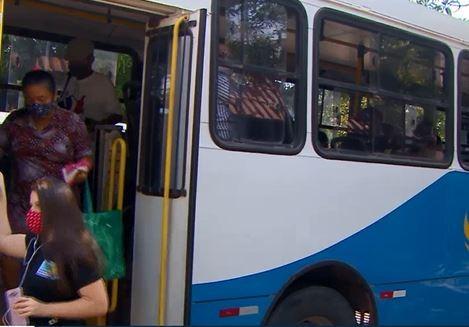 Com 50% da frota em circulação, passageiros reclamam de lotação e higiene nos ônibus em Macapá