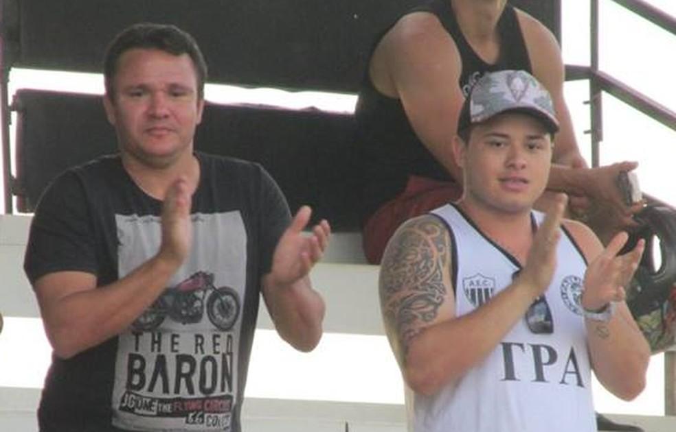 Ex-jogador Marinho (esq.) acompanha de perto bom momento do filho no sub-20 do Araxá Esporte (Foto: Jorge Eustáquio/Equipe Positiva)