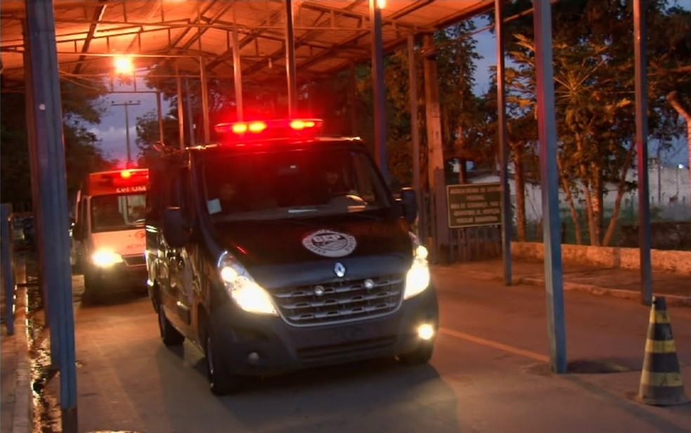 João de Deus sai do Complexo Prisional de Aparecida de Goiânia para ir a hospital — Foto: Reprodução/TV Anhanguera