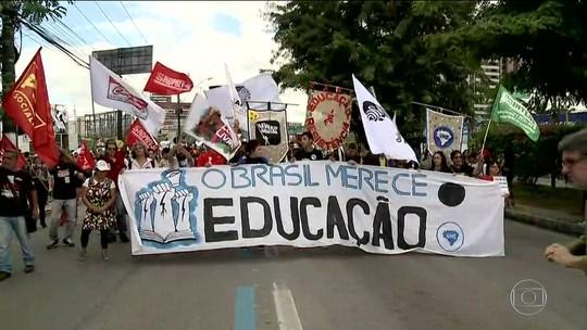 Cidades brasileiras de todo o país têm atos em defesa da educação e contra a reforma da Previdência