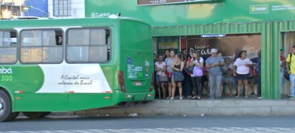 Cuiabá, 8h: Paralisação afeta parcialmente transporte coletivo — Foto: TV Centro América